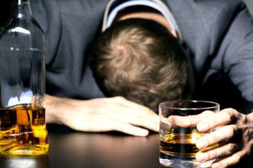 Deja de tartamudear tras tratar su alcoholismo