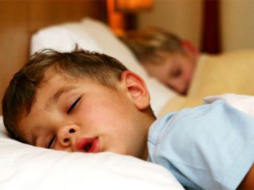 Psiquiatra Demuestra como los Niños que se Acuestan Tarde Sufren Más Trastornos